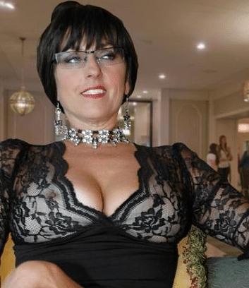 donna matura al telefono erotico